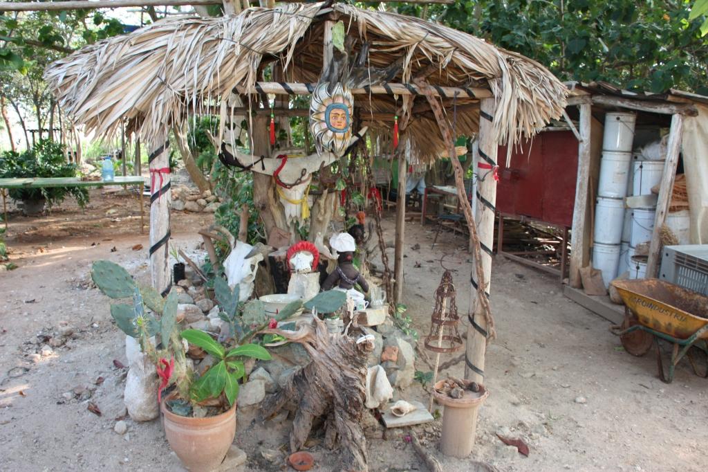 Santería altar in Cuba by Susanne Bollinger